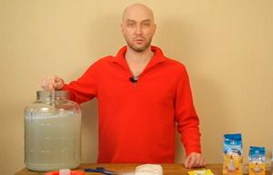 Видео Русская Дымка — Ставим брагу на сахаре, воде и дрожжах