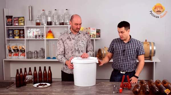Видео Русская Дымка — Домашнее пиво: оцениваем результаты брожения и обсуждаем способы карбонизации