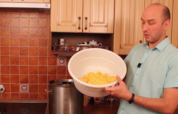 Видео Русская Дымка — Готовим бурбон. Часть 2: перегонка браги из кукурузы