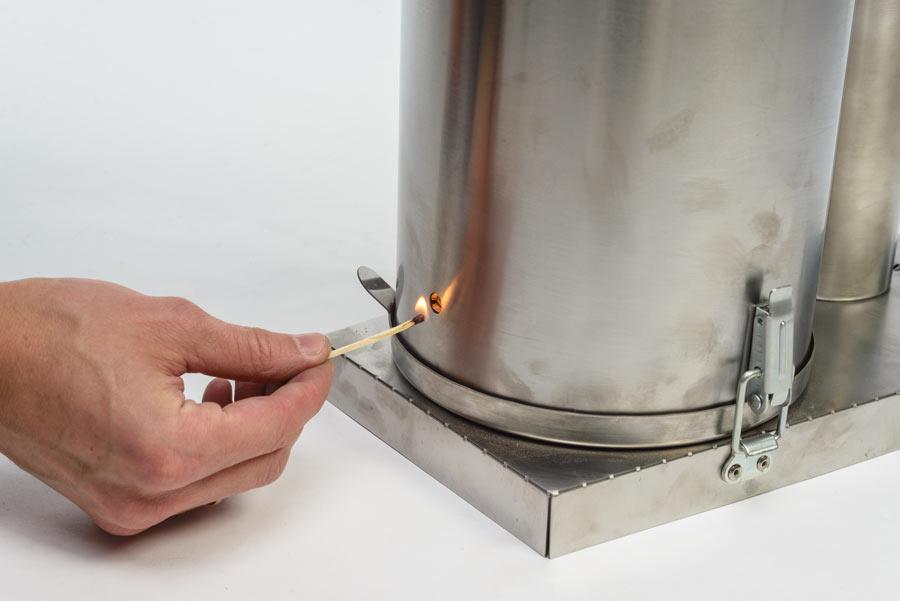 Отверстие для поджигания щепы в дымогенераторе Ханхи 2